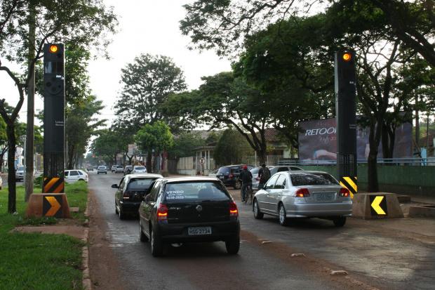 Pisca alerta da lombada ligada confunde motoristas da cidade de Dourados - Crédito: Foto: Hedio Fazan/PROGRESSO