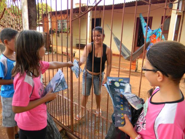 Alunos da Escola Etalívio Penzo participam de ação contra a dengue - Crédito: Foto: Divulgação