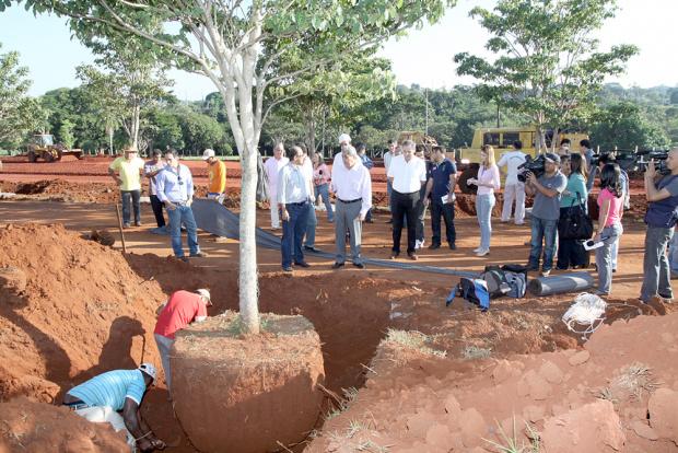 A obra está na fase de terraplanagem; estão sendo replantadas 64 árvores - Crédito: Foto: Edemir Rodrigues