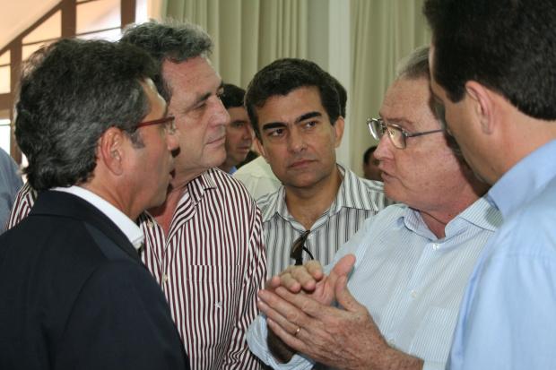 Wagner Rossi conversa com Marçal, Moka e Marisvaldo na chegada ao Sindicato Rural - Crédito: Foto: Hédio Fazan /PROGRESSO