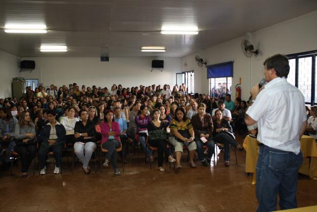Durante assembleia professores marcam indicativo de greve - Crédito: Foto: Hedio Fazan/PROGRESSO