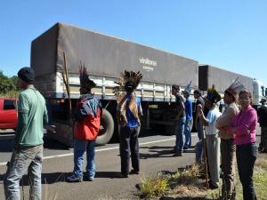 Índios liberam BR 163, em MS. - Crédito: Foto: Tatiane Queiroz, Do G1 MS