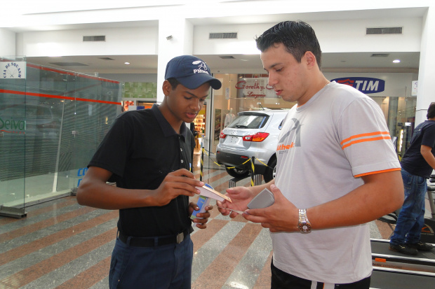 Adolescentes realizam campanha contra exploração no Shoppin - Crédito: Foto: Hédio Fazan/PROGRESSO