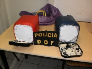 Cocaína estava escondida em garrafas térmicas  - Crédito: Foto: Divulgação/DOF