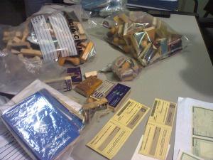 Materiais utilizados para falsificação apreendidos pela Polícia Civil - Crédito: Foto: Tatiane Queiroz, Do G1 MS
