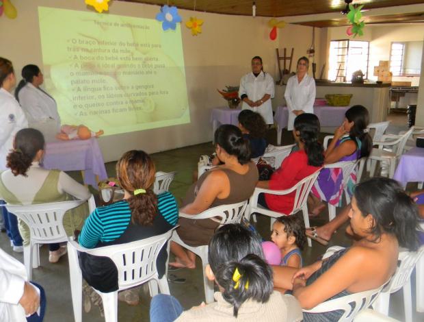 Gestantes participam de palestra no Centro Comunitário do Izidro Pedroso - Crédito: Foto: Assecom