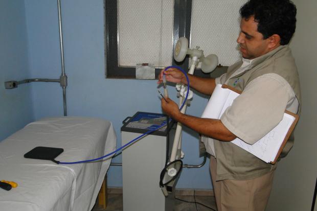 Na clínica de Fisioterapia, Conselho verifica aparelhos danificados - Crédito: Foto: Hédio Fazan/PROGRESSO