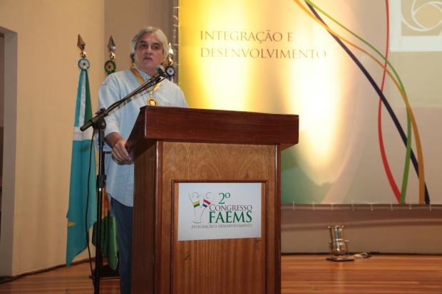 Delcídio Amaral quer o fortalecimento do comércio nos municípios de fronteira - Crédito: Foto : Divulgação
