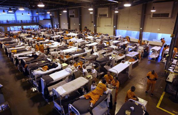 Dormitório da cadeia de San Quentin, na Califórnia, em foto de 20 de maio de 2009 - Crédito: Foto: AP