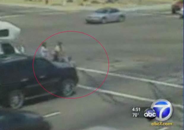 Mãe e filha são atropeladas em Phoenix, no Arizona - Crédito: Foto: Reprodução de vídeo