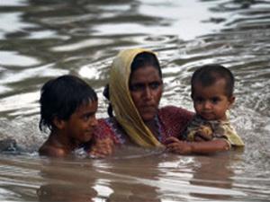 Enchentes como as ocorridas no Paquistão são exemplos de desastres. - Crédito: Foto: AP Photo / via BBC