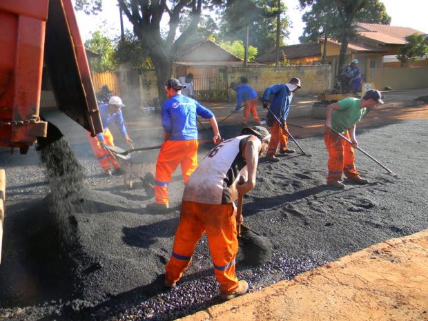 Prefeitura mantém serviço de tapa-buraco; próxima etapa será o recapeamento - Crédito: Foto : Assecom