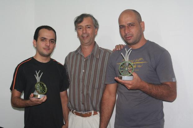 Equipe Bulcão Comunicação e Beta Vídeo comemoram o prêmio. - Crédito: Foto: Hédio Fazan/PROGRESSO