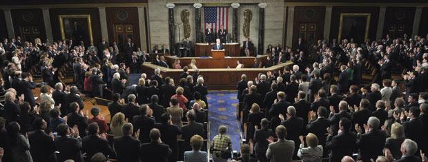 O premiê de Israel, Benjamin Netanyahu, é aplaudido ao discursar no Congresso dos EUA nesta terça-feira - Crédito: Foto: AP
