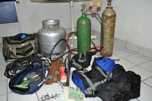 Ação apreendeu botijões de gás e utensílios usados em ataques - Crédito: Foto: PF/Divulgação