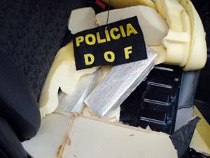Droga foi encontrada dentro dos assentos, portas e no carpete - Crédito: Foto: Divulgação/DOF