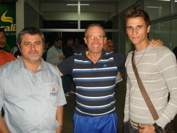 Presidente Benjamim, técnico Eloi e o novo reforço do Sete de Dourados, Rodrigo - Crédito: Foto :  Divulgação