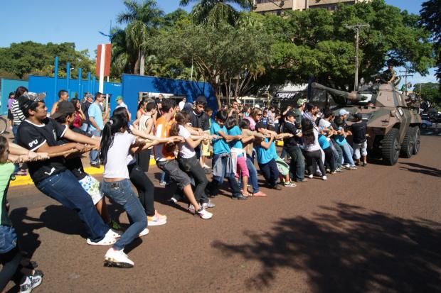Nas várias atividades realizadas ontem, o Cabo de Guerra, foi um dos mais concorrios na Praça Antônio João - Crédito: Foto: Marcelo Humberto/PROGRESSO