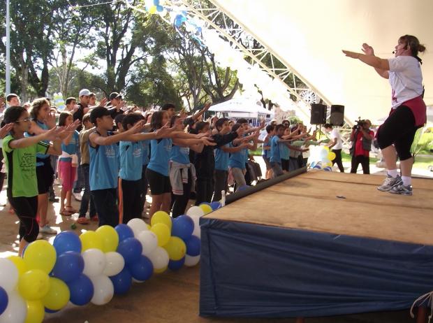Estudantes das escolas Izabel Muzzi, CAIC, Joaquim Murtinho, Álvaro Brandão e Armando Campos Belo em momento de atividade física - Crédito: Foto : Divulgação