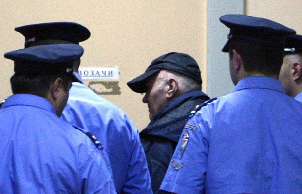 O general Ratko Mladic chega a tribunal em Belgrado nesta sexta-feira - Crédito: Foto: Reuters