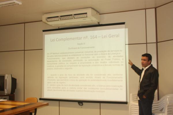 Diretor de Comércio fala aos vereadores de sobre Lei Geral - Crédito: Foto : Divulgação
