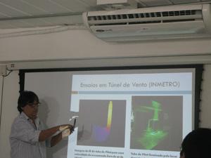 Professor Renato Cotta apresenta projeto de sensor de velocidade - Crédito: Foto: Aluizio Freire/G1