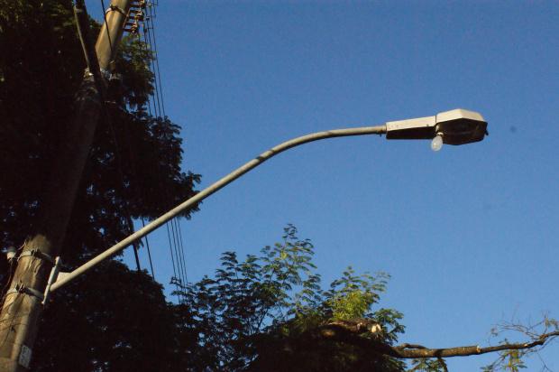 Contribuintes que solicitam troca de lâmpada não estão sendo atendidos - Crédito: Foto: Hedio Fazan/PROGRESSO