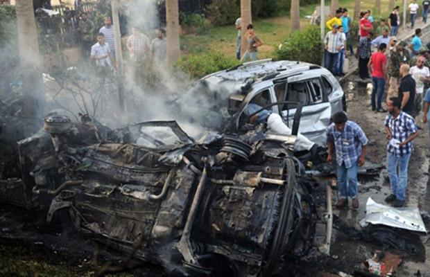 Carros destruídos pela explosão desta quarta-feira - Crédito: Foto: AP