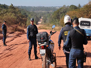 PM cerca saída de Coxim para evitar fugas  - Crédito: Foto: Ricardo Campos Jr./G1