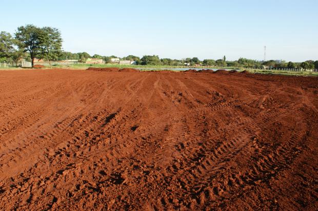 Maquinas trabalham firme para entregar a obra do parque até janeiro de 2012 - Crédito: Foto: Hédio Fazan/PROGRESSO