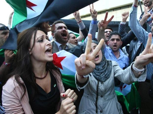 Oposicionistas sírio protestam contra o governo nesta quinta-feira - Crédito: Foto: AP
