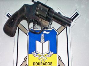 Arma apreendida com adolescente de 13 anos em escola - Crédito: Foto: Divulgação/Guarda Municipal