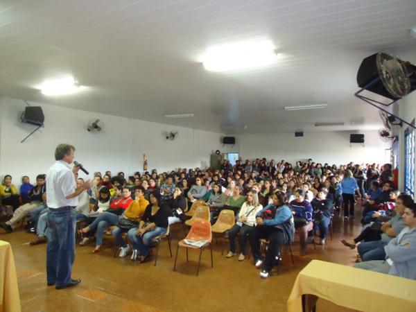 Professores realizam assembleia e decidem aceitar proposta da prefeitura - Crédito: Foto: divulgação