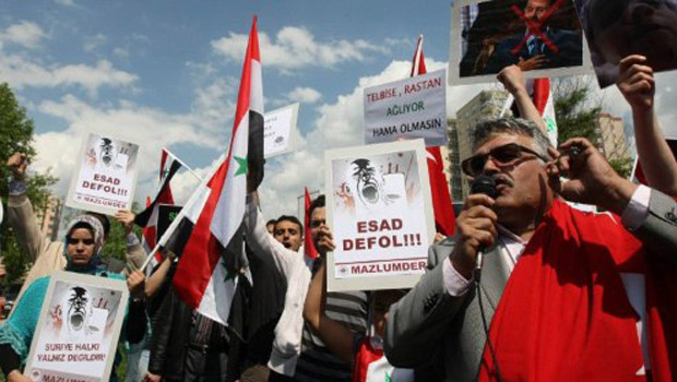 Manifestantes antigoverno da Síria protestam nesta sexta-feira - Crédito: Foto: AP
