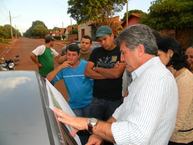Prefeito Murilo Zauith mostrou projeto da praça a moradores do Jardim Canaã I - Crédito: Foto: Divulgação