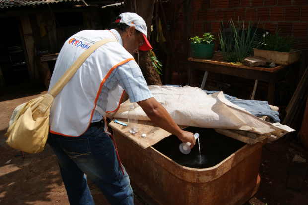 Apesar das baixas temperaturas agentes de saúde continuam com trabalho de combate aos focos - Crédito: Foto: Hédio Fazan/PROGRESSO