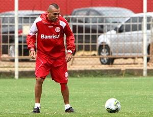 Guiñazu aprimora chutes e já faz gols nos treinos  - Crédito: Foto: Lucas Uebel / Vipcomm
