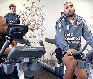 Adriano faz trabalho físico na academia de futebol  - Crédito: Foto: Daniel Augusto JR / Agência Estado