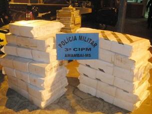 Policiais militares encontraram 712 quilos de  maconha no carro - Crédito: Foto: Divulgação/PM