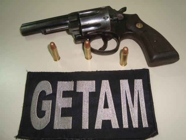 Adolescentes são flagrados com revólver no centro de Dourados -
