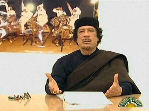 Kadhafi durante o discurso transmitido pela TV estatal líbia em abril - Crédito: Foto: Reprodução/AFP
