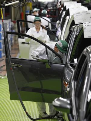 Produção da Toyota ainda sofre por causa do tsunami de março - Crédito: Foto: Shizuo Kambayashi/AP
