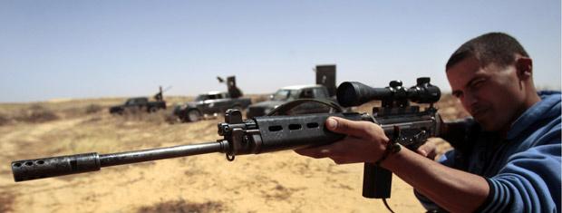 Reblede líbio faz mira nesta quinta-feira - Crédito: Foto: AP