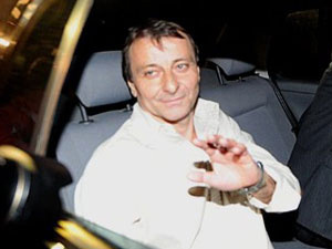Cesare Battisti, ao ser solto na madrugada de quinta, dia 9 - Crédito: Foto: AFP
