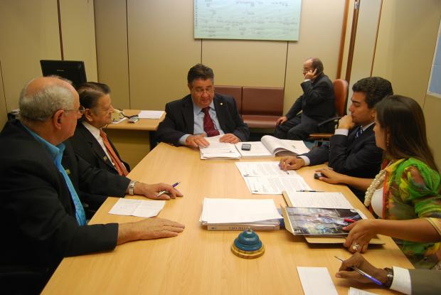 Marçal com Nelson de Miranda e Moacir Meirelles durante reunião com Márcio Moreira - Crédito: Foto: Divulgação