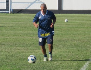 Arévalo em treino do Botafogo: breve passagem  - Crédito: Foto: Thiago Fernandes/Globoesporte.com