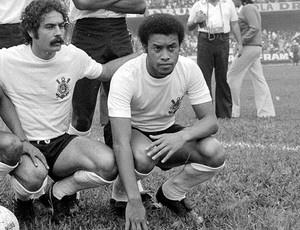 O meia-esquerda Adãozinho, ao lado de Rivelino, no time do Corinthians de 1974 - Crédito: Foto: Ag. Estado