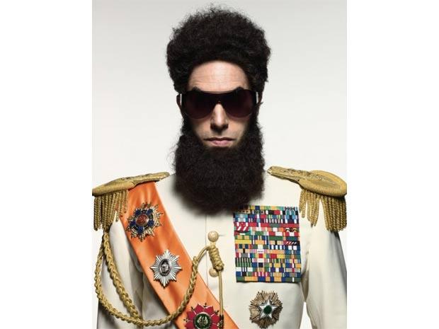 Sacha Baron Cohen caracterizado como o protagonista de \'The dictator\' - Crédito: Foto: Reprodução/Divulgação
