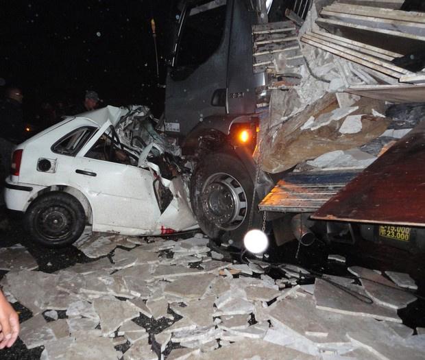 Carreta atinge veículo na BR-324; os sete ocupantes do carro morreram - Crédito: Foto: Celson Lima Carneiro / VC no G1