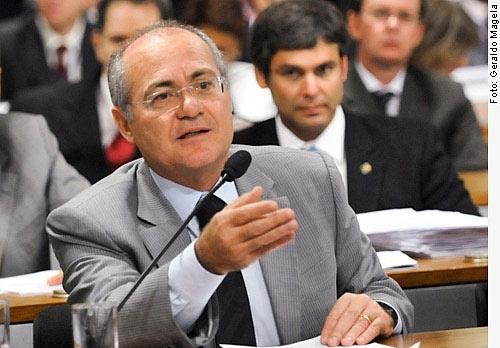 O relator Renan Calheiros é a favor da reeleição para os cargos do executivo - Crédito: Foto : Geraldo Magela – Agência Senado